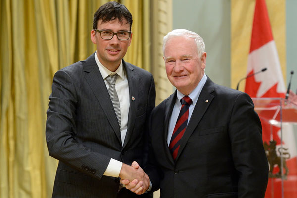 Governor General David Johnston and Professor David Sinton at the 2016 NSERC top researcher awards ceremony, February 16, 2016. (credit: NSERC)