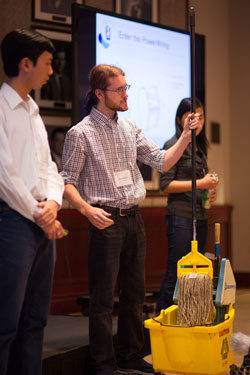 The team demonstrates the device at the Entrepreneurship Hatchery Demo Day 2014 (Photo: William Ye)