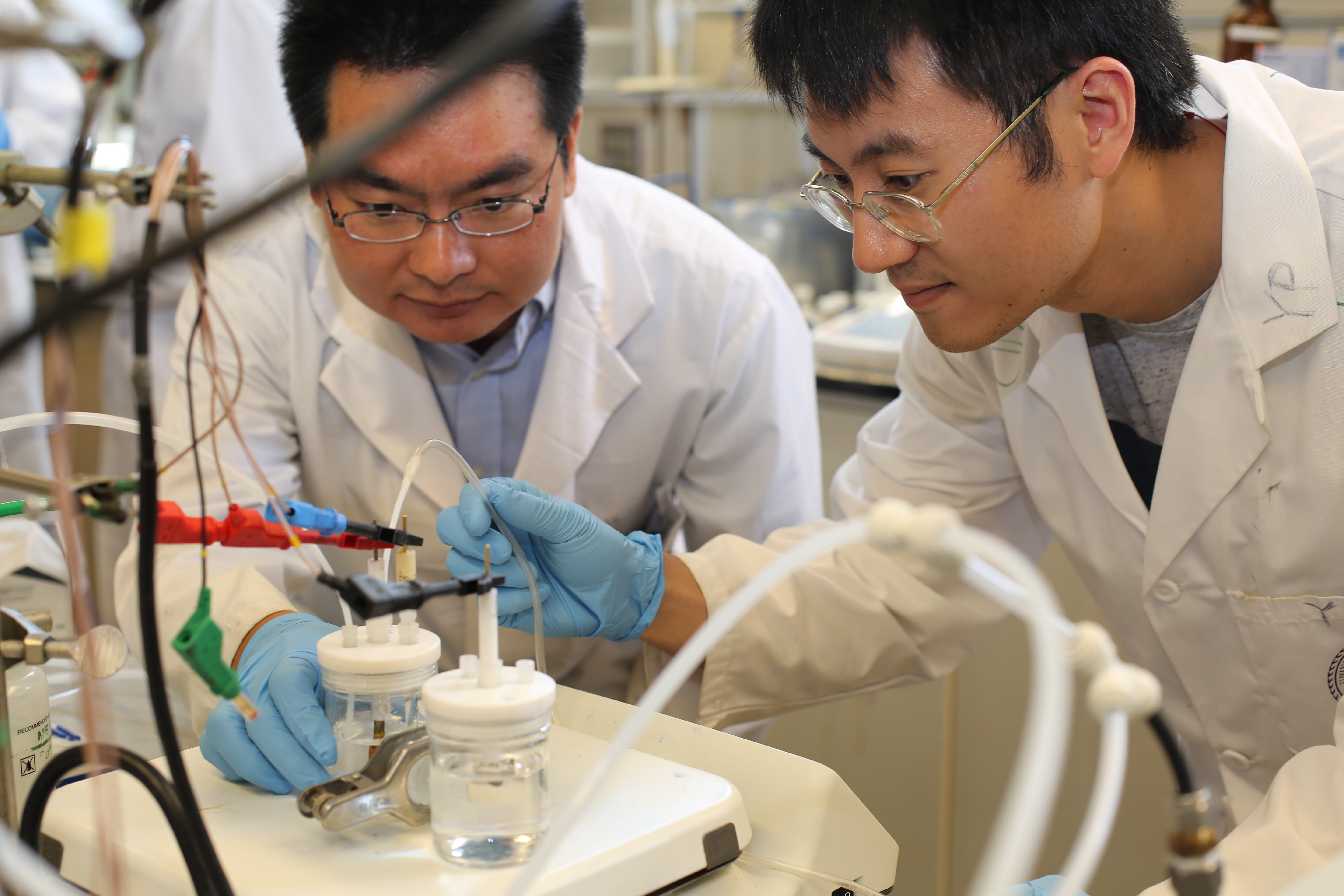 U of T Engineering researchers Min Liu (left), Yuanjie Pang and their team designed a way to efficiently reduce climate-warming carbon dioxide into carbon monoxide, a useful chemical building block for fuels such as methanol, ethanol and diesel. (photo: Marit Mitchell).