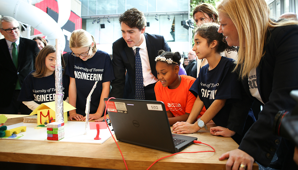 Prime Minister Justin Trudeau with Engineering Outreach students