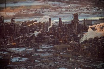 Image link to Researcher's review of oil sands monitoring lays groundwork to reduce environmental impact