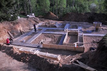 Image link to Large carbon footprint of new house construction mostly due to concrete basements