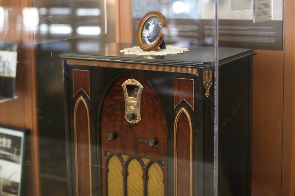 A 1931 Rogers Majestic radio (Model 640) on display in the lobby of U of T Engineering's Galbraith building—in memory of alumnus Edward S. Rogers Sr.'s pioneering contributions to Canada's radio industry (Photo: Roberta Baker).