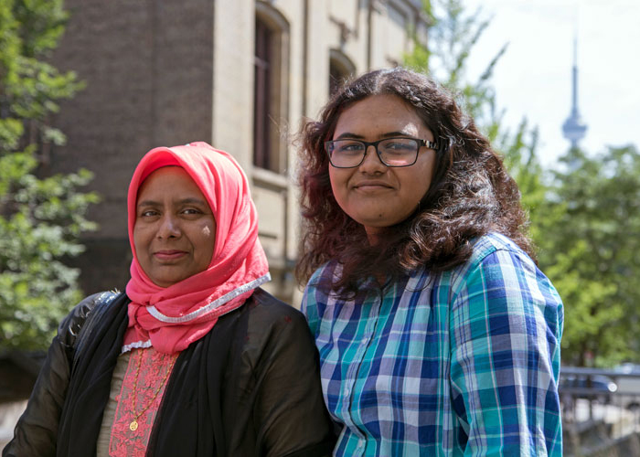 Nahiyan and her mom Nasrin Suldana visiting campus before the first day of class (photo by Romi Levine)